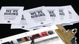 US Weekly Jobless Claims Unchanged, Point to Labor Market Strength