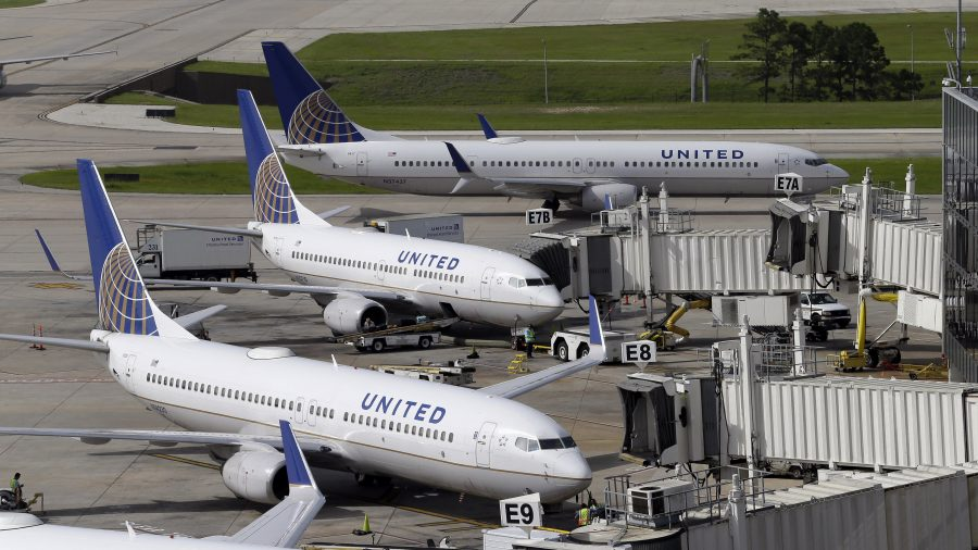 United Airlines offers $10,000 maximum to passengers who give up seats