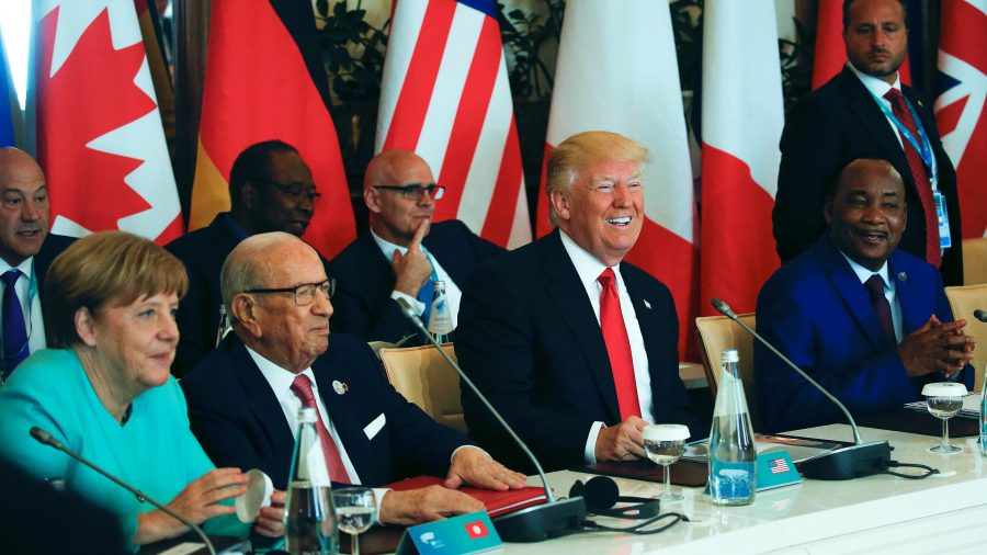US delays deciding to support or exit Paris climate accord