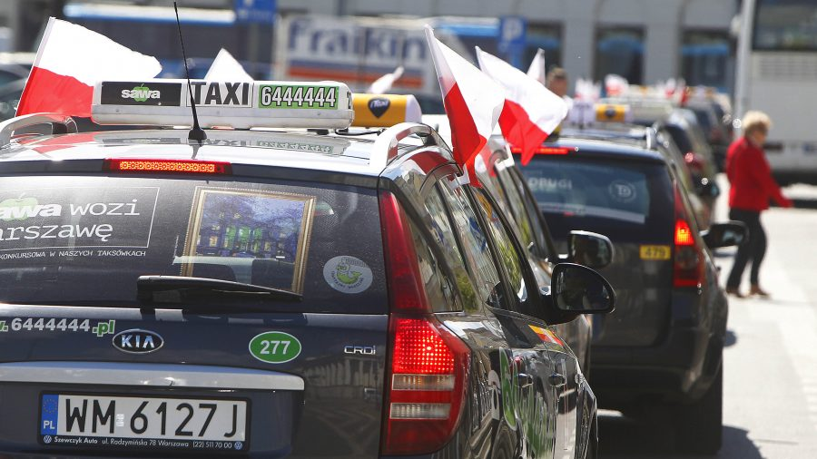 Polish taxi drivers protest unlicensed services
