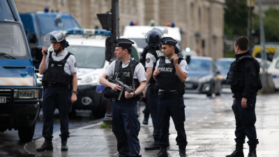 Paris: Attacker shot and wounded after attacking police officer near Notre Dame Cathedral