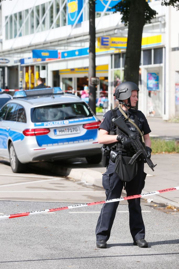 Police cordon off the area around a supermarket in the northern German city of Hamburg on July 28, 2017. (PAUL WEIDENBAUM/AFP/Getty Images)