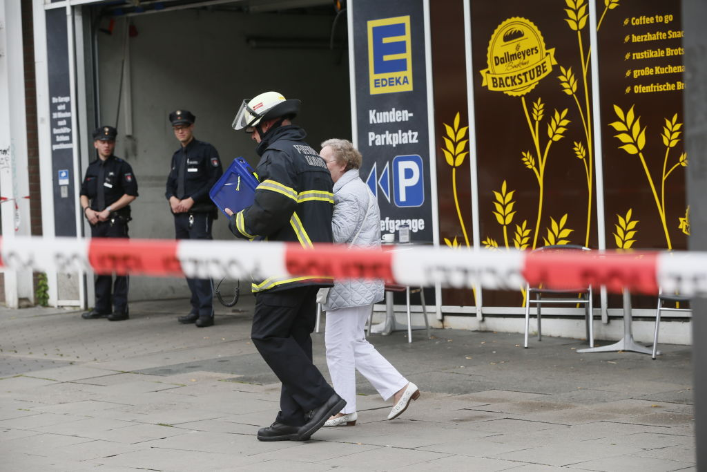 Police cordon off the area around a supermarket in the northern German city of Hamburg on July 28, 2017 . (PAUL WEIDENBAUM/AFP/Getty Images)