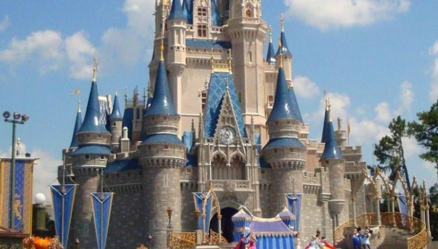 Woman Separated From Her Boyfriend at Disney World Goes to Social Media for Help