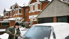 Defrost Your Windshield in Seconds – Weatherman Reveals Easy Timesaving Hack