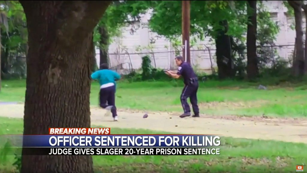 Scott begins to flee Slager after a short struggle. (Screen shot ABC News/YouTube)