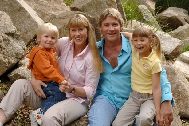 Steve Irwin poses with his family