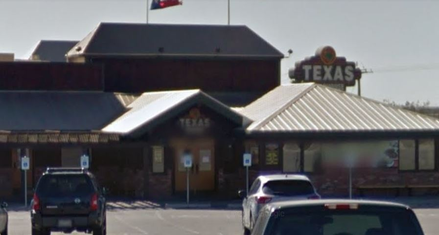 Texas Roadhouse Apologizes After Manager Asked Breastfeeding Mother to Cover Up