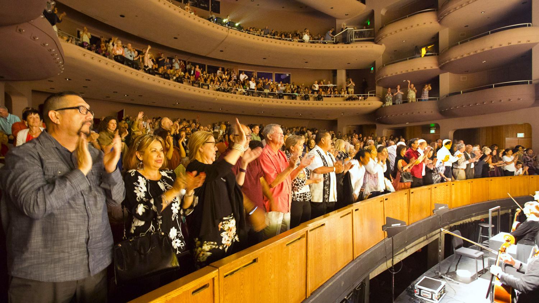 Shen Yun Debuts to Full House in Palm Desert