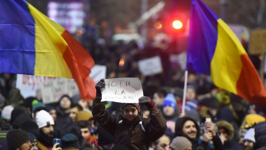 Thousands of Romanians Protest Against Ruling Coalition