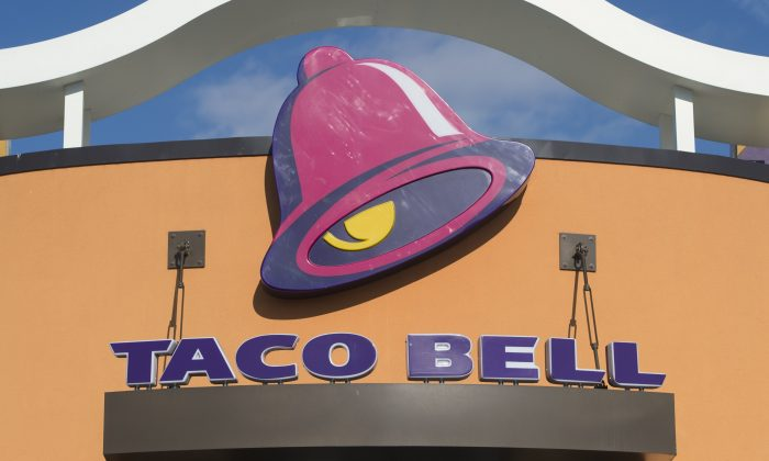 Woman Finds Box Cutter in Taco Bell Meal