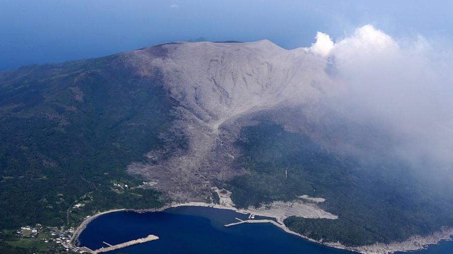 Japan Hikes Volcanic Warning Level, Prepares to Evacuate Island