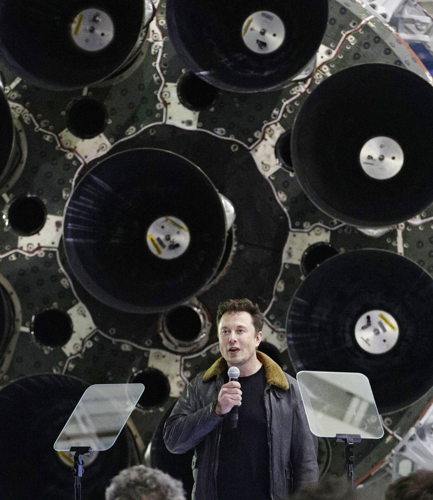 Elon Musk talks about Moon Flight