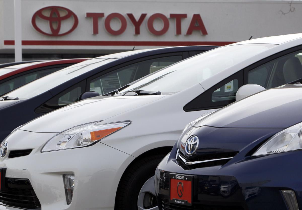 2012 Prius sedans Toyota dealership