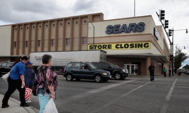 Sears's sign saying store is closing