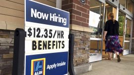 US Weekly Jobless Claims Sharply Drop, GDP Growth Higher