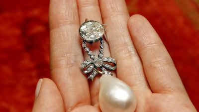Marie Antoinette Pearl Pendant Sells for Record $32 Million
