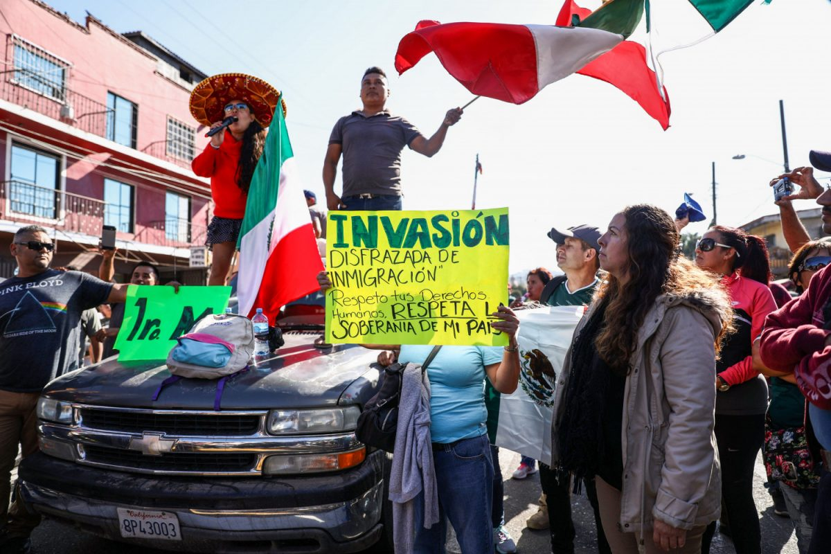 Mexicans protest migrants