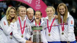 Siniakova Shines as Czech Republic Claim Sixth Fed Cup in Eight Years