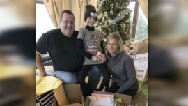 Girl Fights Leukemia With Christmas Wishes From Thousands