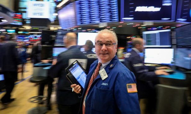 Stocks Dip Ahead of Fed News; Oil Prices Drop