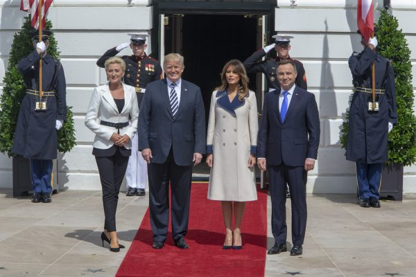 Trump-Melania-welcome-polish-president-600x400