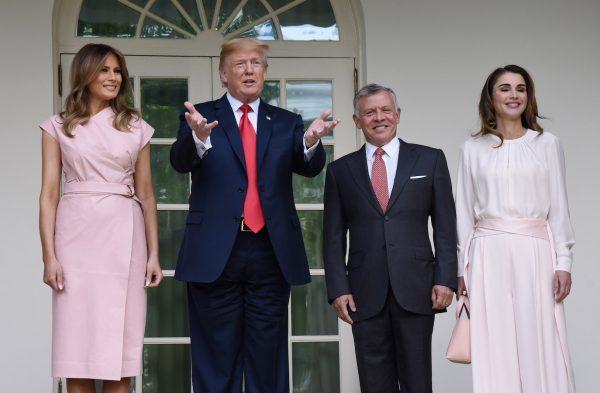 Trump-and-Melania-welcome-King-Abdullah-II-and-Queen-Rania-of-Jordan-600x393