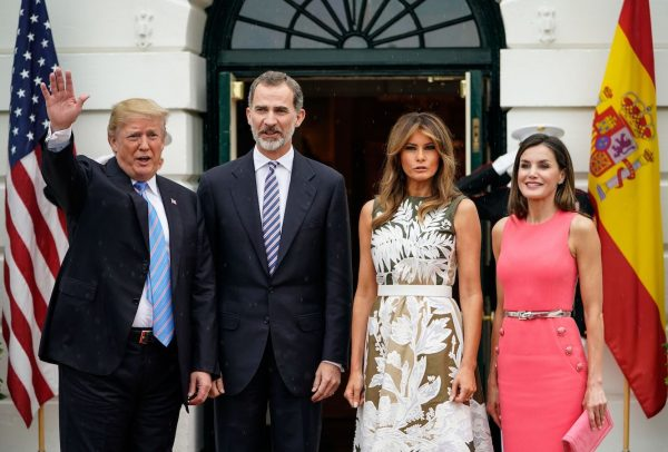 Trump-and-Melania-welcome-Spains-King-Felipe-VI-and-Queen-Letizia.-600x406