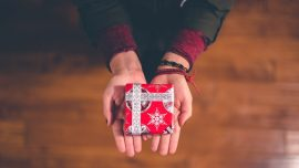 Teacher Receives Precious Christmas Gift From Student With 'Nothing to Give'