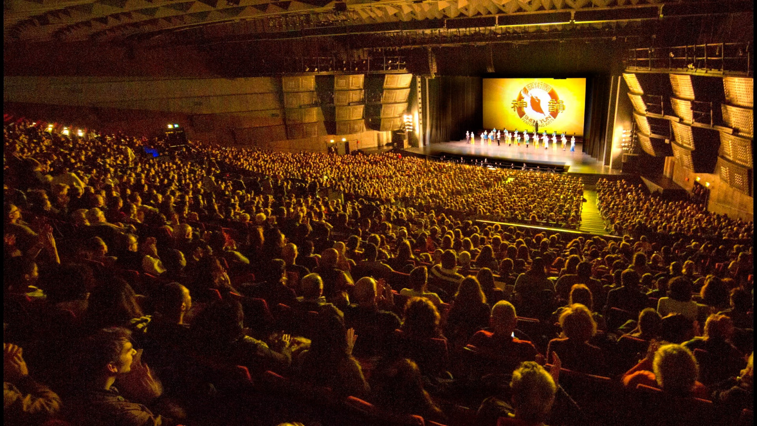 Shen Yun Enchants Paris Audiences With Colorful Display of Chinese Culture