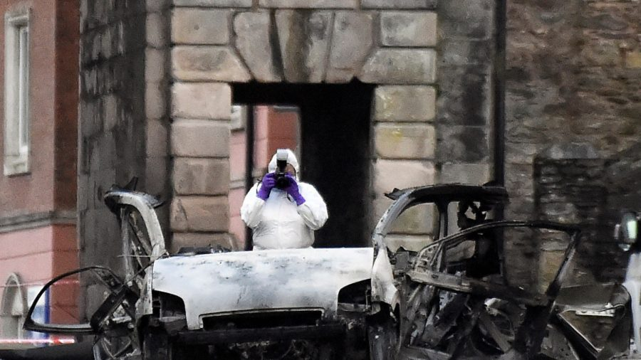 Police Link Northern Ireland Car Bomb to New IRA and Say Was 'Attempt to Kill People'