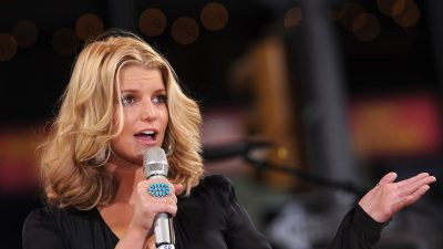 Pregnant Singer Jessica Simpson Shares Picture of Severely Swollen Foot Asking for Help