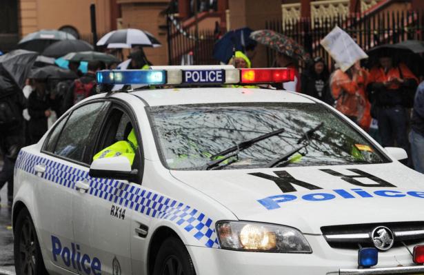 Man Wields Chainsaw on Melbourne Street, Causes School Lockdown