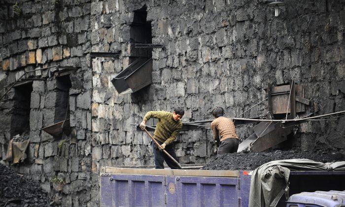 Coal mine fire kills 16 workers