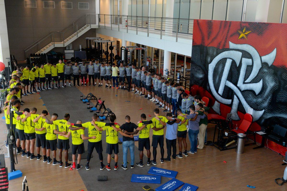 Flamengo's soccer players pray