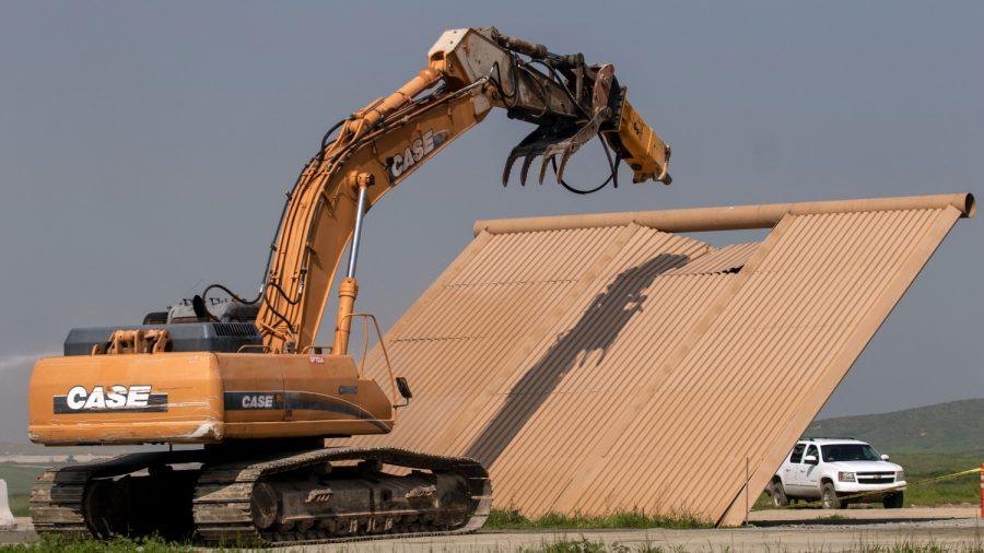 US Demolishes Border Wall Prototypes to Make Way for Wall Construction