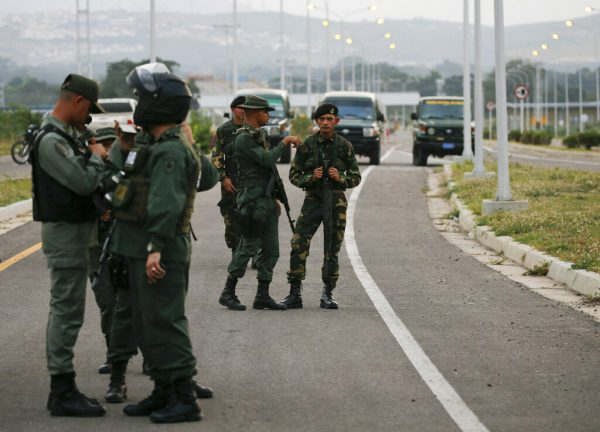 Members-of-the-Venezuelan-army-and-National-Guard-block-the-main-access-to-the-Tienditas-International-Bridge-that-links-Colombia-and-Venezuela-near-Urena-Venezuela-Feb.-7-2019.AP-PhotoFernando-Llano-600x432