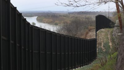 MS-13 Gang Members Found in Caravan Near Texas Border are Deported
