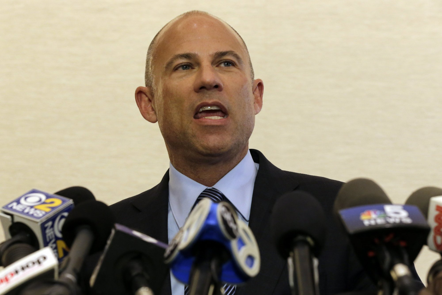 Attorney Michael Avenatti speaks at a news conference on Chicago