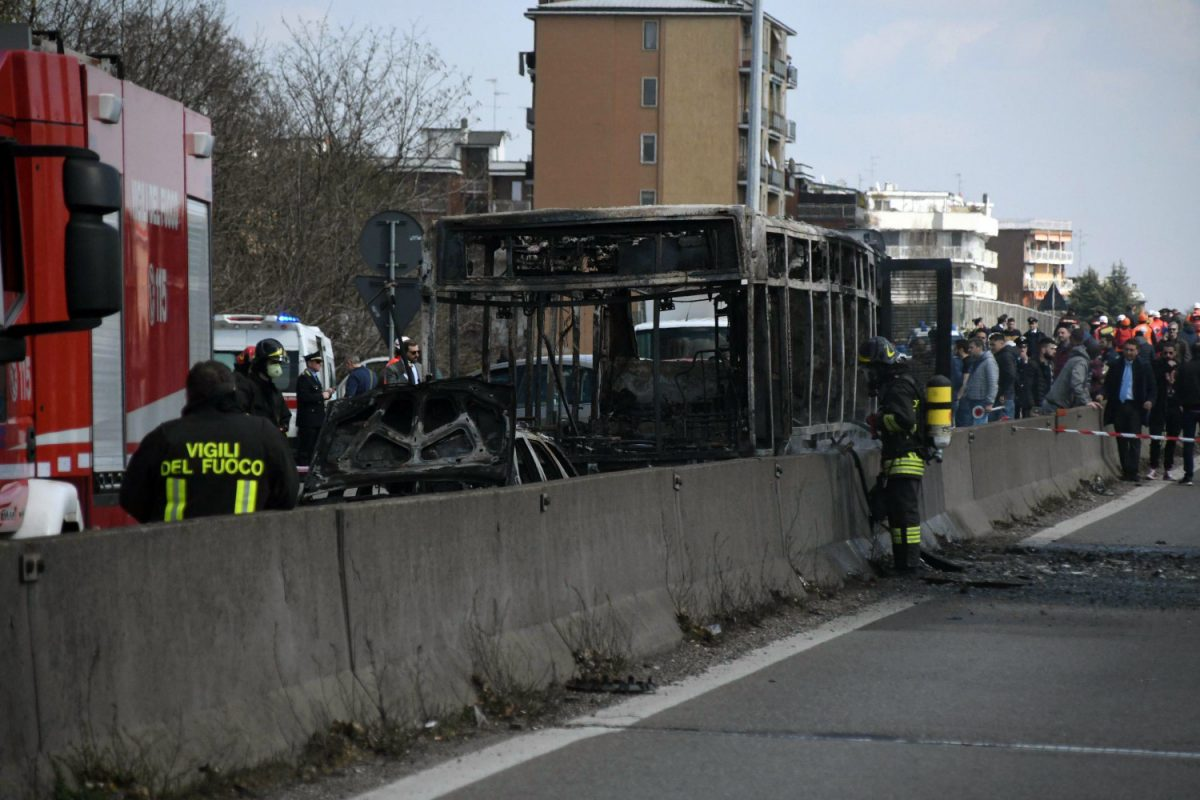 Bus fire Italy 3