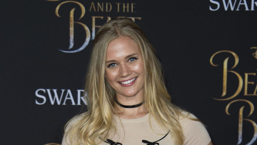 'Lizzie McGuire' Actress Carly Schroeder Leaves Hollywood Fame to Join the Army