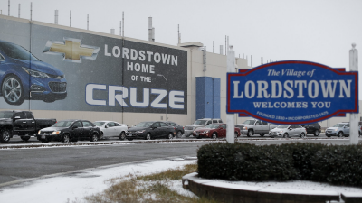 General Motors Employees Weep Outside of Ohio Plant on Last Day