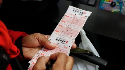 Powerball Jackpot Soars to $625 Million Ahead of Saturday's Drawing
