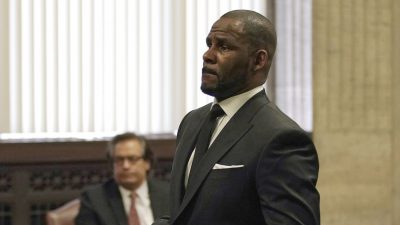 R. Kelly's Trip to Dubai Off for Now as Contracts Reworked