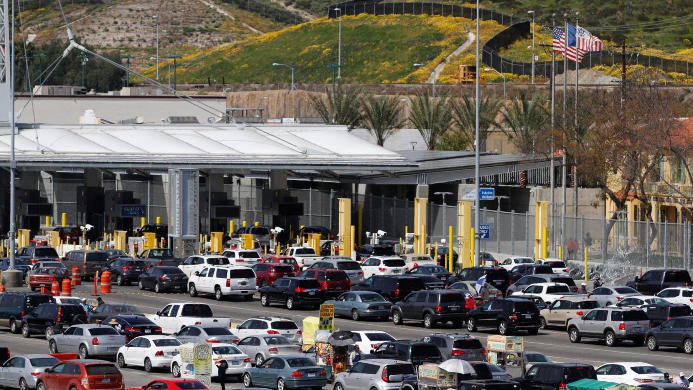 US-Mexico border traffic 1