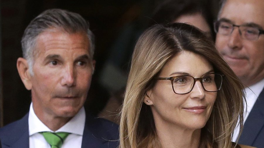 Lori Loughlin 'Not Ready' to Enter Plea in College Bribery Scandal: Report
