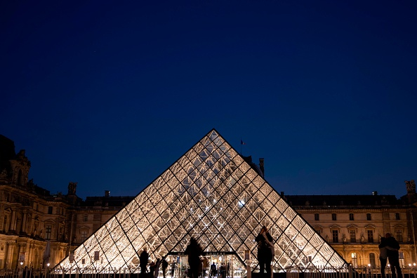 Louvres Pyramid Celebrates Its 30th Anniversary