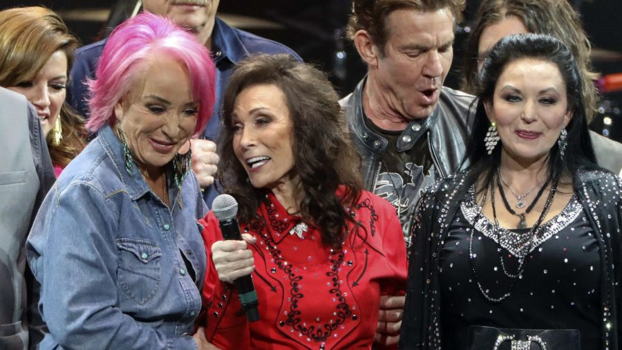 Fans Ask Loretta Lynn For Cake Recipe After Designer Makes Her Lemon Cake