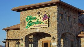 Man Arrested While Eating Pasta With Bare Hands Outside Olive Garden