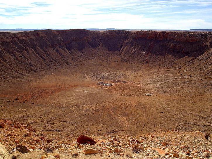 barringer-meteorite-crater-725x544